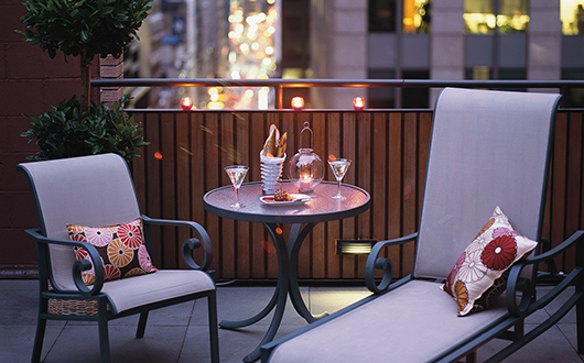 Kimpton Muse Hotel outdoor lounge area